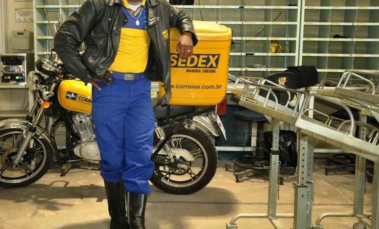 Carteiro que trabalha com motocicleta pode receber dois adicionais