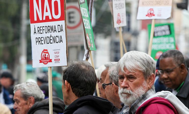 #SAIUNAMÍDIA – Rio: Trabalhadores da educação, bancários e rodoviários participam de greve geral