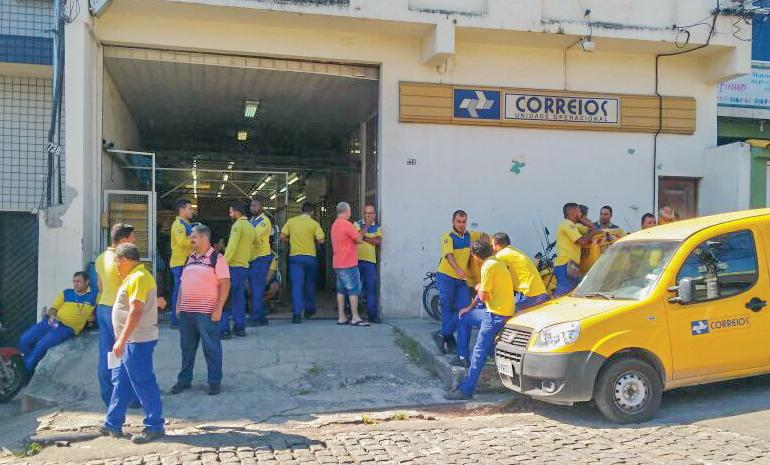 Trabalhadores paralisam atividades no CDD Alto da Posse durante a manhã