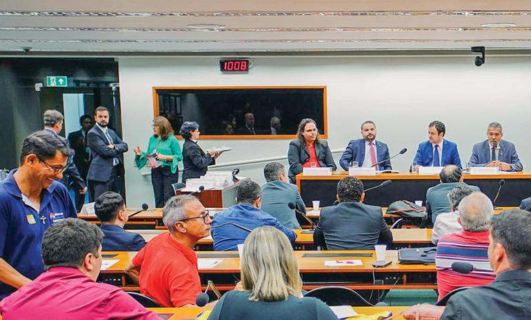 Audiência na Câmara debate situação dos Correios