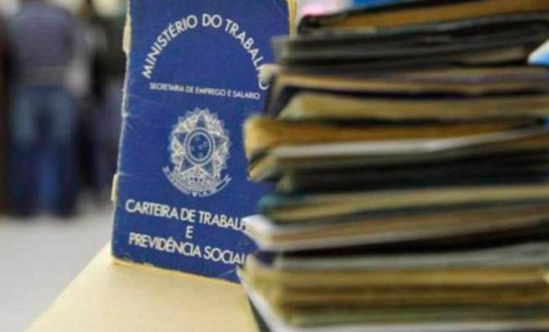 Brasil fecha 43.196 vagas formais em março