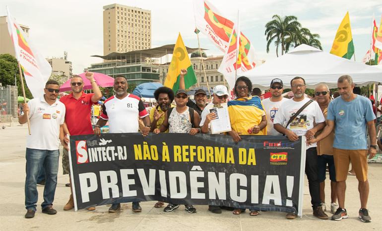 No Dia do Trabalhador, SINTECT-RJ participa da mobilização em defesa da Previdência e contra à privatização dos Correios