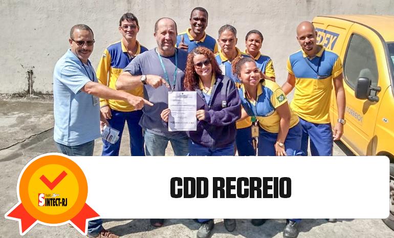 Trabalhadora do CDD Recreio recebe alvará da ação do diferencial
